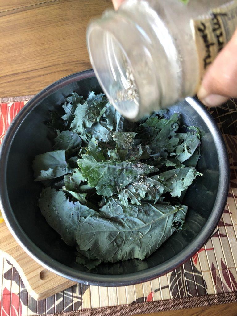 kale chips with Greek seasoning